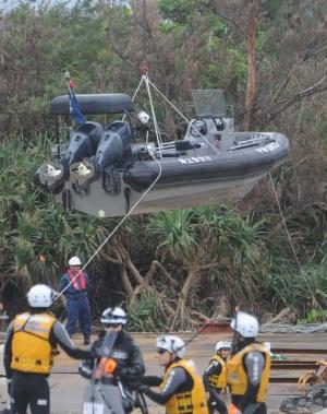 辺野古新基地:沿岸の浮き桟橋撤去