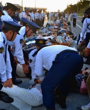 辺野古抗議2日連続けが人 頭打ち流血