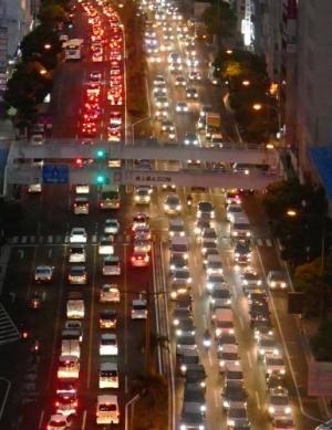 那覇の渋滞、全国最悪 車保有・レンタカー増