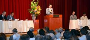 東アジア共同体について話し合う参加者ら=31日、那覇市のロワジールホテル那覇