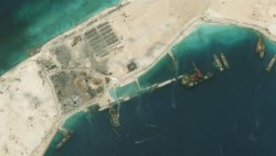 中国が埋め立てを進めている南シナ海・南沙諸島のスービ礁。3千メートル級の新たな滑走路建設が可能になるとの分析もある=1日(デジタルグローブ提供・ゲッティ=共同)