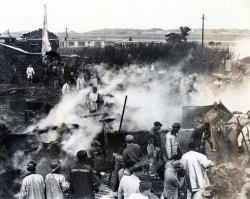 嘉手納村屋良にKB50給油機が墜落。生後2ヵ月の乳児を含む2人死亡、8人が重軽傷を負った=1962年12月