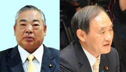 安慶田光男副知事(左)と菅義偉官房長官