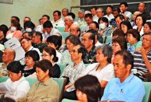 寺島実郎氏の講演に聴き入る聴衆