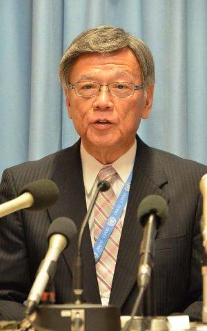 「基地問題が一番大きな人権問題」と会見で訴える翁長雄志知事=22日、スイス・ジュネーブの国連欧州本部