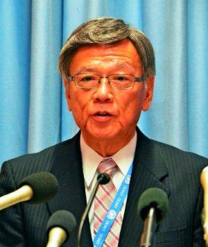 国連人権理事会での主要日程を終え、記者会見する翁長雄志知事=22日、スイス・ジュネーブの国連欧州本部