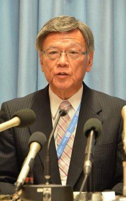 国連人権理事会での主要日程を終え、記者会見する沖縄県の翁長雄志知事=22日、スイス・ジュネーブの国連欧州本部