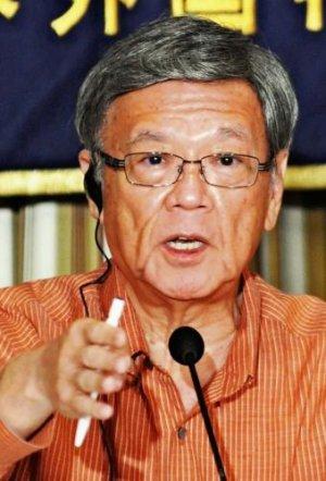 会見で、戦後の沖縄の不条理を訴える翁長雄志知事=24日、東京・有楽町の外国特派員協会