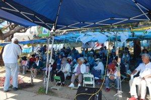 承認取り消しへの国の不服申し立てと、CV22の沖縄での訓練通告に抗議を強める市民ら=15日午前10時18分、名護市辺野古のキャンプ・シュワブゲート前