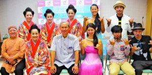 コンサート成功を意気込む、でいご娘の島袋艶子さん(前列左から2人目)ら=村役場