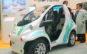 東京モーターショーで展示されたトヨタのEV「コムス」=東京ビッグサイト(本部町観光協会提供)