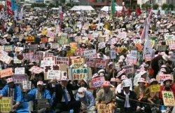 普天間飛行場の移設に反対する徳之島の集会=2010年4月