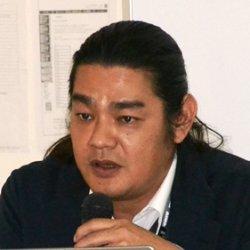 沖縄国際大学の友知政樹教授