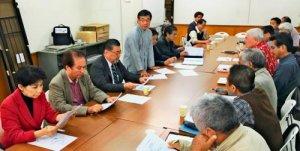 オール沖縄会議の幹事会で新基地建設阻止に向けた取り組みを話し合う共同代表の稲嶺進名護市長(左から4人目)ら=29日、那覇市