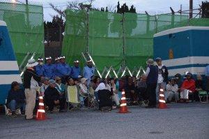 工事車両の基地内進入を阻止しようと早朝から座り込む人たち=5日午前7時15分ごろ、名護市辺野古の米軍キャンプ・シュワブゲート前