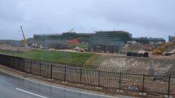 与那国町で建設が進む陸上自衛隊沿岸監視部隊の隊舎など=2015年12月25日、同町