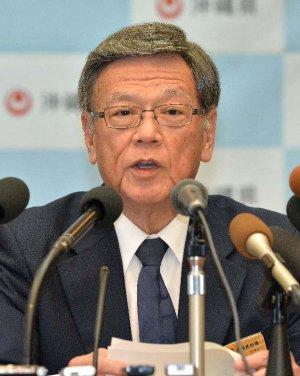 国地方係争委の判断を不服とし、提訴の決定を発表する翁長雄志知事=1月19日、県庁