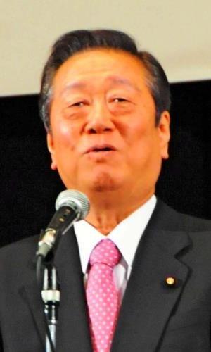 基地問題で翁長雄志知事を支援する考えを示す小沢一郎氏=18日、東京・豊島公会堂