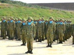編成完結式で小川総監の訓示を聞く与那国沿岸監視隊の隊員=28日、与那国町