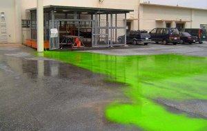 情報公開された嘉手納基地内の写真。「海の染料」と題されているだけで日時、状況は不明(ジョン・ミッチェル氏提供)