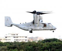 米軍普天間飛行場に配備されている米海兵隊の輸送機オスプレイ=宜野湾市、2015年5月