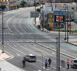 不発弾処理のため封鎖された国道58号=15日午前、浦添市牧港