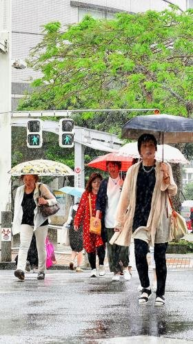 沖縄地方 梅雨入り 雨量平年より多めか
