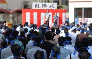 県議選が告示され、各候補者の出陣式に多くの支持者が詰め掛け熱気にあふれた=27日午前、本島内