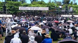 猛暑の中、多くの県民が詰め掛けている県民大会=6月19日午後1時55分、奥武山陸上競技場