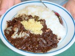 金武町で食べ継がれている沖縄の伝統食「チーイリチャー(豚肉の血炒め)」