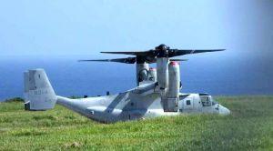 伊江島補助飛行場に緊急着陸し、駐機するオスプレイ=6月7日午前9時半ごろ、伊江村(同村提供)