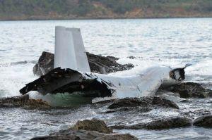浅瀬で大破した米軍オスプレイ