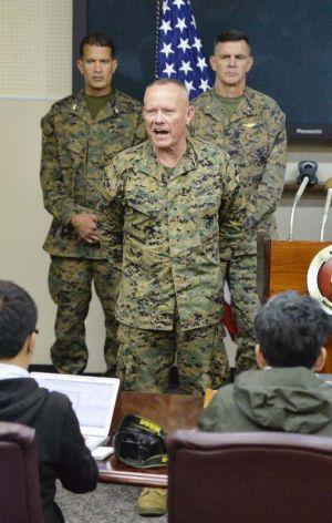 キャンプ瑞慶覧で記者会見する在沖縄米軍トップのローレンス・ニコルソン沖縄地域調整官=14日午後