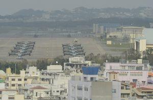 オスプレイが並ぶ米軍普天間飛行場