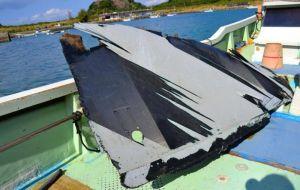 定置網で見つかった残骸とみられる物体=31日、うるま市宮城島