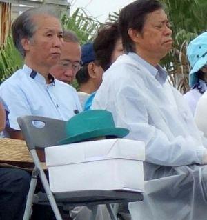 故翁長雄志知事が県民大会でかぶるために用意していた帽子が壇上の席に置かれていた
