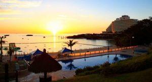 ナイトビーチを実施するANAインターコンチネンタル万座ビーチリゾートのビーチプールサイド(同リゾート提供)