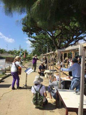 辺野古の新基地建設に抗議する市民らの集会=26日午前、名護市辺野古の米軍キャンプ・シュワブゲート前