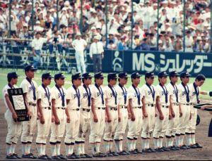 県勢で初めて決勝に進出した沖縄水産。天理に0-1で惜敗した=1990年8月21日、甲子園球場