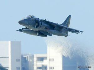 嘉手納基地を離陸する米軍機(資料写真=2016年10月撮影)