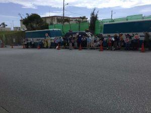 東村高江の米軍ヘリ炎上と新基地建設に抗議する市民ら=14日午前、名護市辺野古の米軍キャンプ・シュワブゲート前