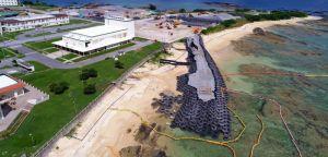 「N5」護岸建設予定地近くに造られている仮設道路。一部は海に入っている=9月24日午後、名護市辺野古の米軍キャンプ・シュワブ(小型無人機から)