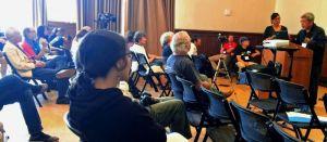 米カリフォルニア大学バークレー校で開催中の米市民団体「ベテランズ・フォー・ピース(VFP)」の年次総会分科会で講演する真喜志好一氏(右)