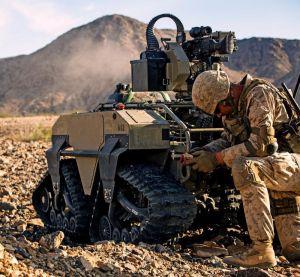昨年11月にカリフォルニア州トゥエンティーナインパームス地対戦闘センターで訓練する米海兵隊実験部隊ダークホース(米海兵隊提供