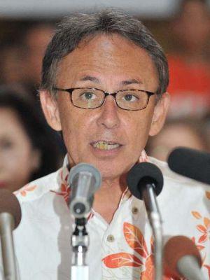 県知事選挙への出馬を正式に表明する玉城デニー氏=29日午後、那覇市・沖縄ホテル