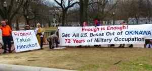 米首都ワシントンのホワイトハウス前で、抗議活動を行った在米県系人ら