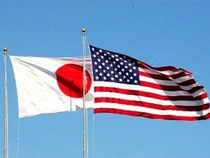 (資料写真)日の丸と星条旗