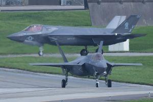 初飛来した最新鋭ステルス戦闘機F35B=26日、米軍嘉手納基地