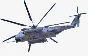 米軍機部品が見つかった後も緑ヶ丘保育園の上空を飛行する米軍CH53ヘリ=7日午後0時33分、宜野湾市野嵩