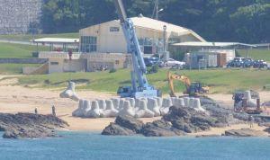 新基地建設予定地の海岸に積まれた消波ブロック=名護市辺野古の米軍キャンプ・シュワブ(6月10日撮影)